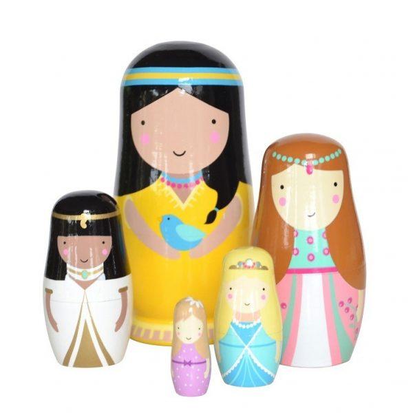 matrioskas de madeira princesas